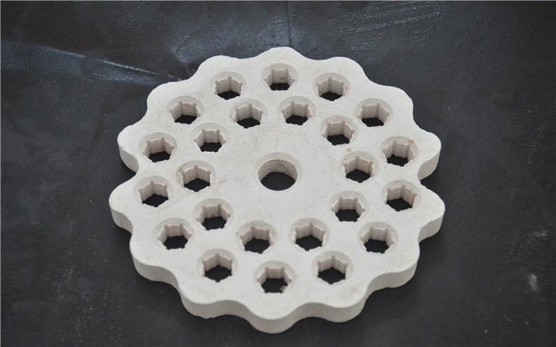 Refractory Porous Aluminum Oxide Ceramic Disc High Hardness White Color